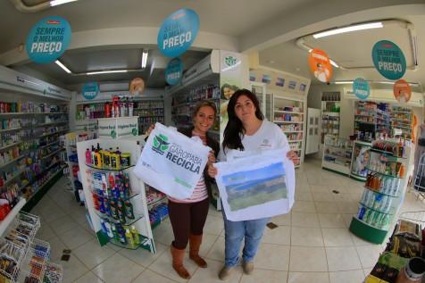 Mercado Silveira e Farmácia do Silva adotam Sacolas Ecológicas do Projeto Garopaba Recicla.