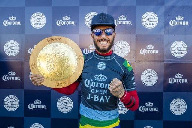 Filipe Toledo é bicampeão do Corona Open J-Bay