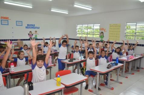 Prefeitura de Garopaba entrega Kits escolares para alunos da nova Escola de Areias de Palhocinha