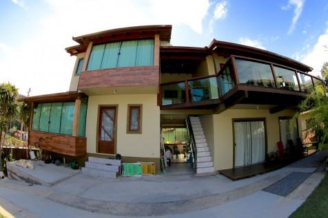 Casa 3 dormitórios a 250mts da praia, wiFi e Diarista