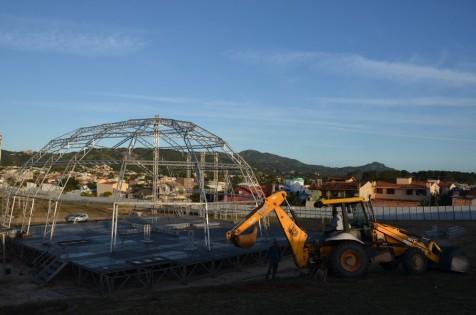 Montagem do recinto da 20ª Quermesse de Garopaba segue a todo vapor