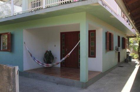 Três dormitórios de casal na Praia do Silveira.