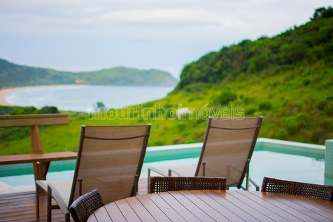 Casa de Alto Padrão na Praia da Silveira - pertinho do mar