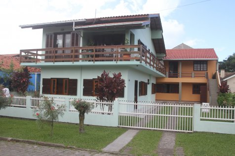 Casa na Garopaba, 3 dorm, 2 banheiros. Rua sem saída.
